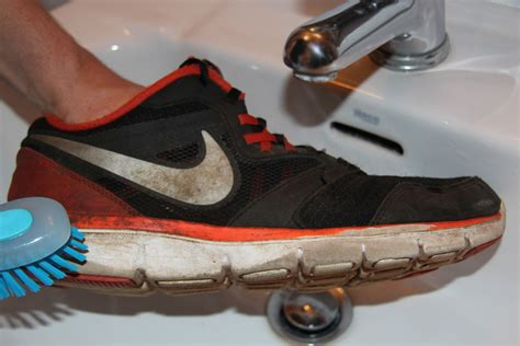 cleaning running shoes how to clean running shoes best diy guide for runners