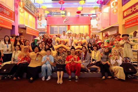 steamboat johan setia cny cheer with the elders from rumah orang tua seri setia