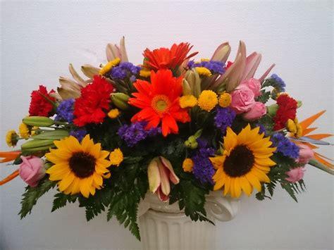 imagenes de uñas girasoles centro de mesa de flores primaverales arreglos florales