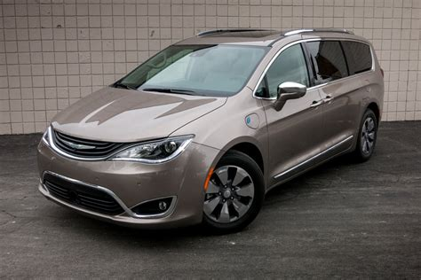 Chrysler Pacifica Mpg by 2017 Chrysler Pacifica Hybrid Real World Fuel Economy