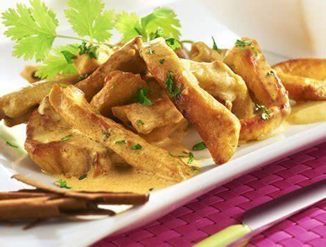 cuisiner le coq escalopes de poulet au curry recette du quotidien ma 238 tre coq