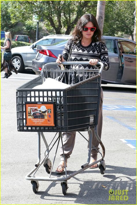 bed bath and beyond riverdale pregnant rachel bilson goes bed bath beyond before baby s birth photo 3215797