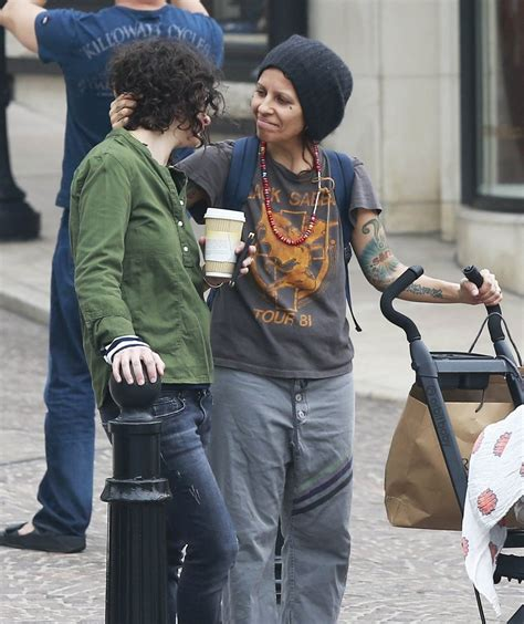 linda perry style linda perry in sara gilbert and linda perry take a stroll