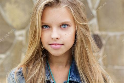 nina bonita pretty 8493486345 retrato de ni 241 a bonita rubia de blueeyed foto de stock 169 chupacabra 89263244