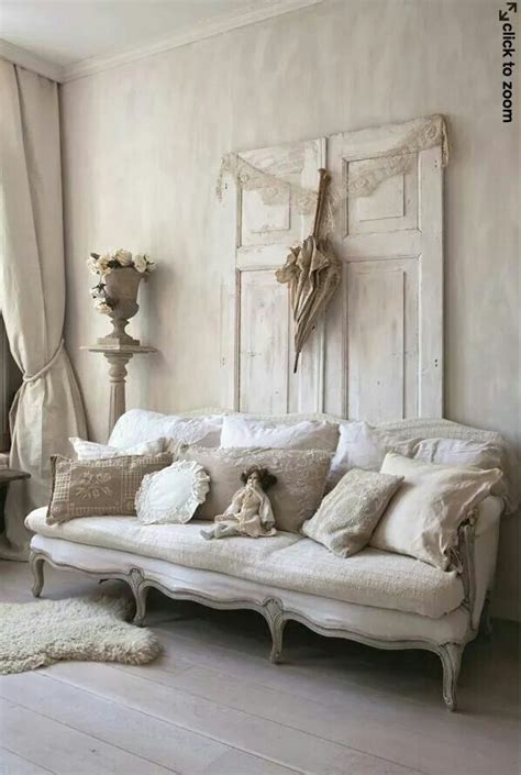 shabby chic loveseat 25 best ideas about shabby chic couch on pinterest