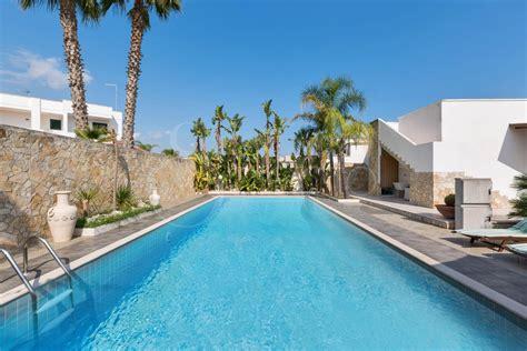 la veranda sul mare torre dell orso villa con piscina per vacanze a torre dell orso villa goccia