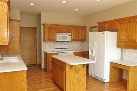 quartz countertops with oak cabinets what color countertops go best with golden oak cabinets