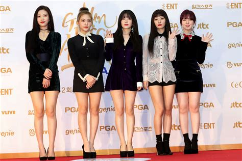 south koreas  pop singers  perform  pyongyang