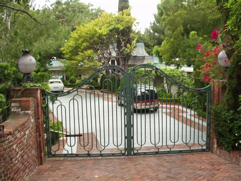 homes of the stars celebrity driveways of the rich and famous by debbie burton