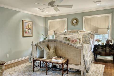 create  classic bedroom