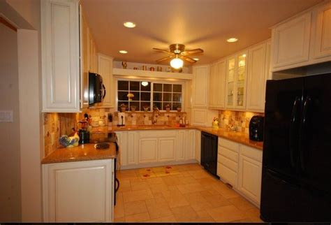 Brton Kitchen Cabinets 1000 Images About Soft White Kitchens On Pinterest Marshmallow Apron Sink And Slate