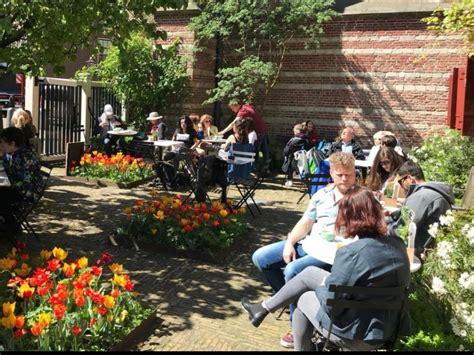 tuin terras amsterdam dit zijn de beste verborgen terrassen van amsterdam