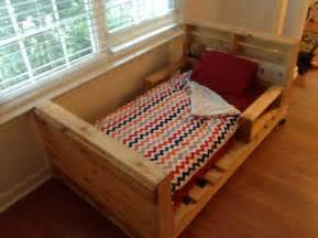 Toddler Bed Ideas Diy 5 Simple Diy Pallet Toddler Beds 101 Pallets