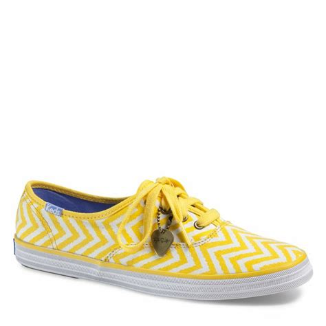 D Island Shoes Slip On Canvas Motif Zigzag Pink 12 best images about sneak attack on flats shoes and slip on sneakers