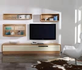 weißes kuhfell teppich wohnzimmer und kamin kuhfell teppich wohnzimmer