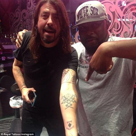 foo fighter s dave grohl unveils ace of spades tattoo