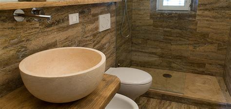 bagno travertino bagno in travertino simil legno pietre di rapolano