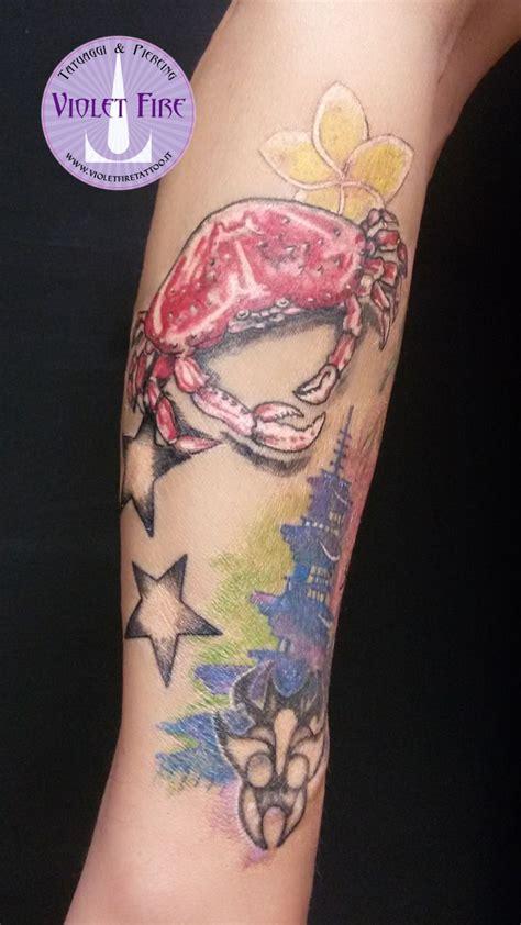 tatuaggio fianco fiori tatuaggio granchio realistico tatuaggio fiori tatuaggio