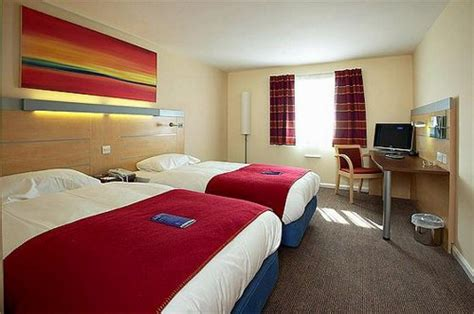 rooms to go express express by inn cardiff unbeatable hotel prices for cardiff airport