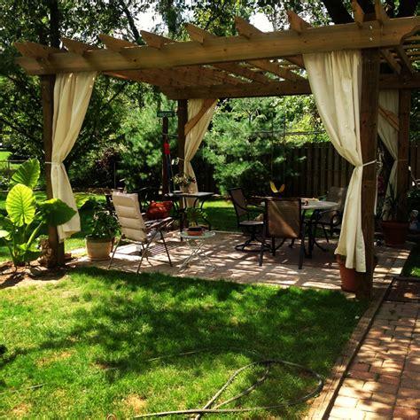 Rideaux Pergola by 40 Id 233 Es De Pergola Avec Rideaux Moderne Dans Le Jardin