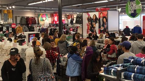 orlando s black friday shoppers spread out orlando sentinel