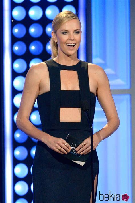 Charlize Theron Brilla En Los Critic S Choice Television Awards 2015 Charlize Theron En Los Premios Critics Choice Awards 2015 Entrega De Los Critics Choice