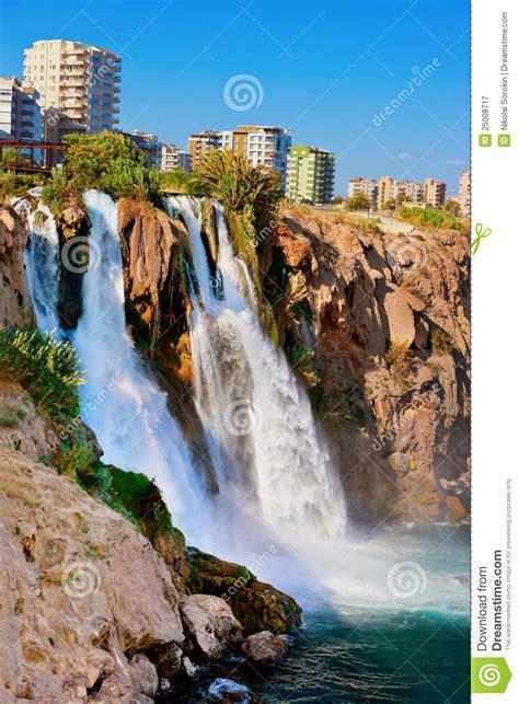 boten duden waterval duden in antalya turkije royalty vrije stock