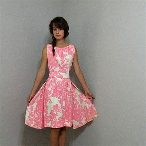 60s Pink Floral Dress with Train 36b/26w   Pretty Sweet