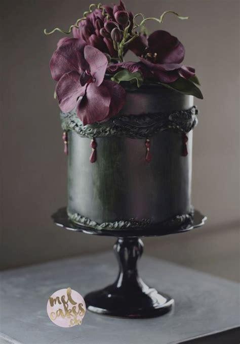 Dreamy Look Rocking Black Wedding Cake Décor Ideas