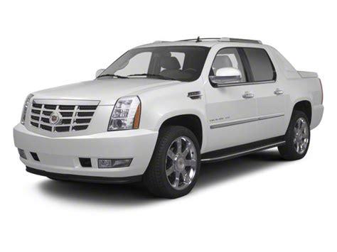 Cadillac Avalanche by Cadillac Escalade Ext Vs Chevy Avalanche