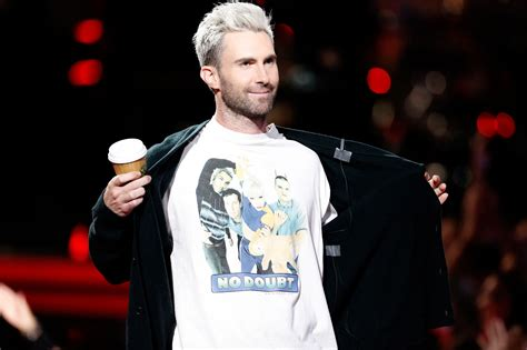 Tshirt No Doubt adam levine wears no doubt t shirt on the voice