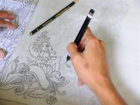 cara membuat desain dress dengan pensil motif motif batik