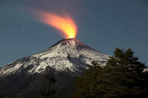 what s in a lava l how volcanoes work howstuffworks