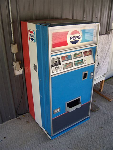 pepsi vending machine small pepsi machine an pepsi vending machine