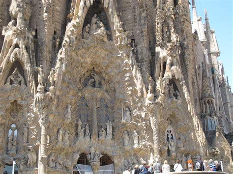 la sagrada de familia la sagrada familia what to see in barcelona