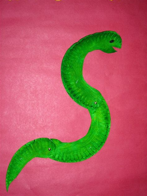 Paper Plate Snake Craft - moray eel paper plate craft animal crafts