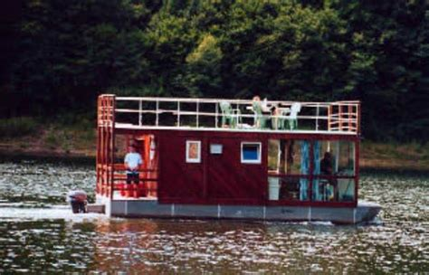 house boat plans to live the idyllic on the water