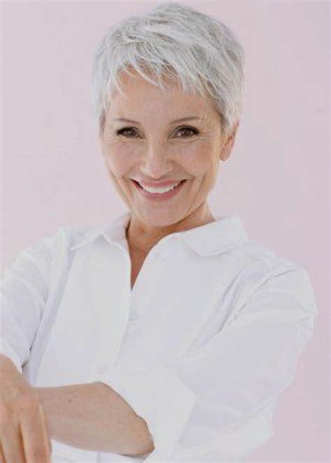 die besten 25 kurze bobstile ideen auf kurzer damen frisuren modische kurzhaarfrisuren fuer graue haare