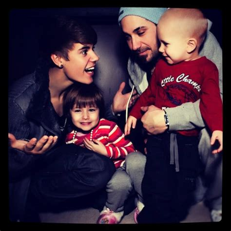 justin bieber biography his family justin bieber s cute family pic justinbieberzone com