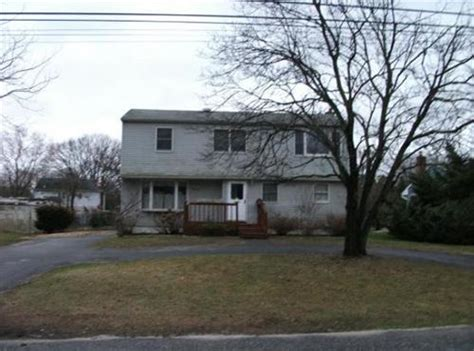 houses for sale in west islip 44 haynes avenue west islip ny 11795 detailed property info reo properties and bank owned