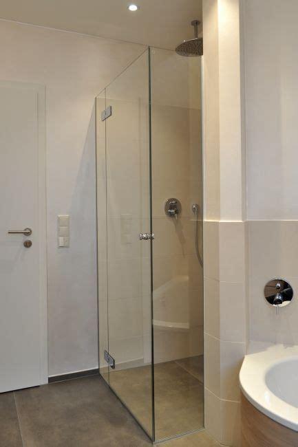 duschkabine wanne badbereich dusche wanne klocke