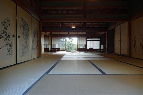 schlafen auf futon schlicht und bodennah schlafen auf futon und tatami