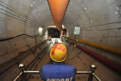 Subway Background Check 1st Subway Tunnel Runs Yangtze River China Chinadaily Cn