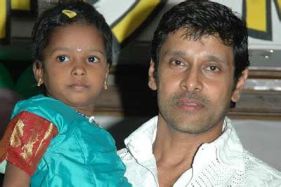 actor vikram surgery tollywood trip actor vikram chiyaan biography