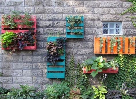 Pallet Garden Decor Diy Ideas Make A Beautiful Wall Garden From Pallets Huffpost