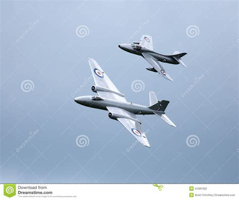 libro hawker hunters at war hawker hunter and canberra pr9 jets editorial stock photo image of aviation force 41581023