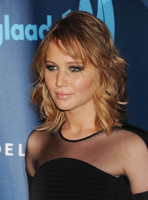 academy awards gray hair and blond streaks jennifer lawrence shows off new haircut and honey