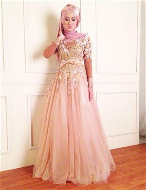 Promo Baju Kebaya Batik Muslim Asesoris Jilbab tips cara padu padan gaun kebaya pesta dengan model