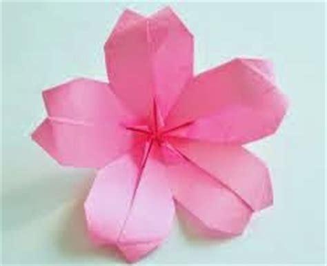 membuat bunga dr kertas origami cara membuat origami bunga sakura dengan mudah tutorial
