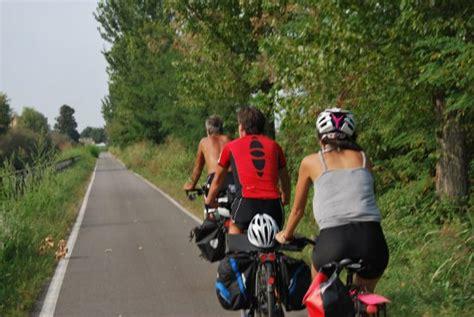piste ciclabili pavia in bici da alla certosa di pavia lungo il naviglio